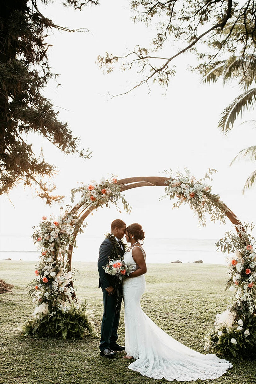 Maui wedding with peach and ivory florals and a floral hoop ceremony backdrop