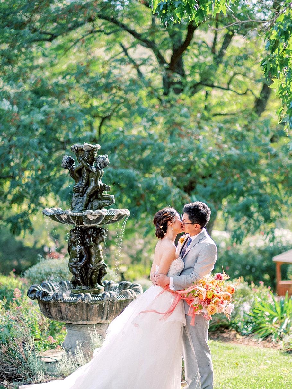 bouquet citrus wedding colors