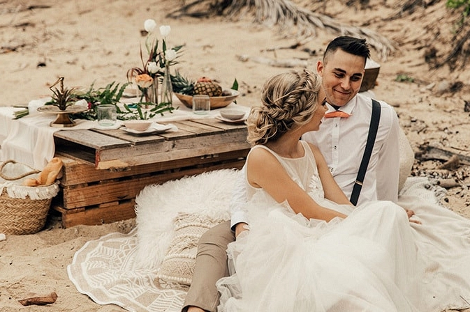 Tropical Picnic Elopement Inspiration | The Seitter Wood House