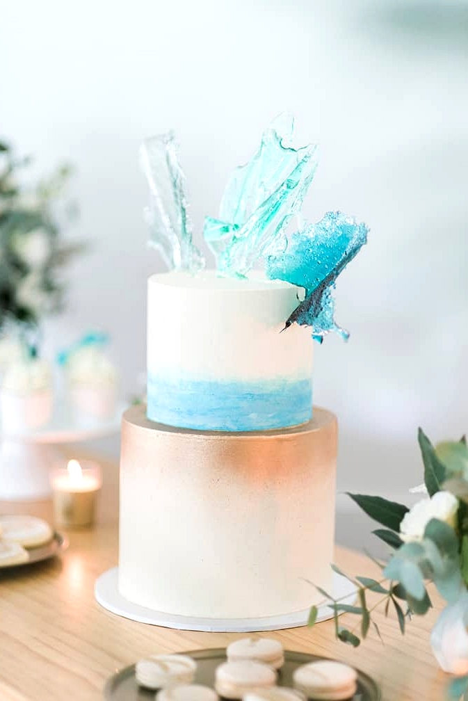 Beach wedding cake brushed with gold and aqua watercolour and topped with ocean blue sugar glass | Kaitlin Maree Photography