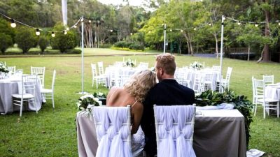 Elegant Backyard Wedding ceremony Inspiration in White, Gold & Inexperienced