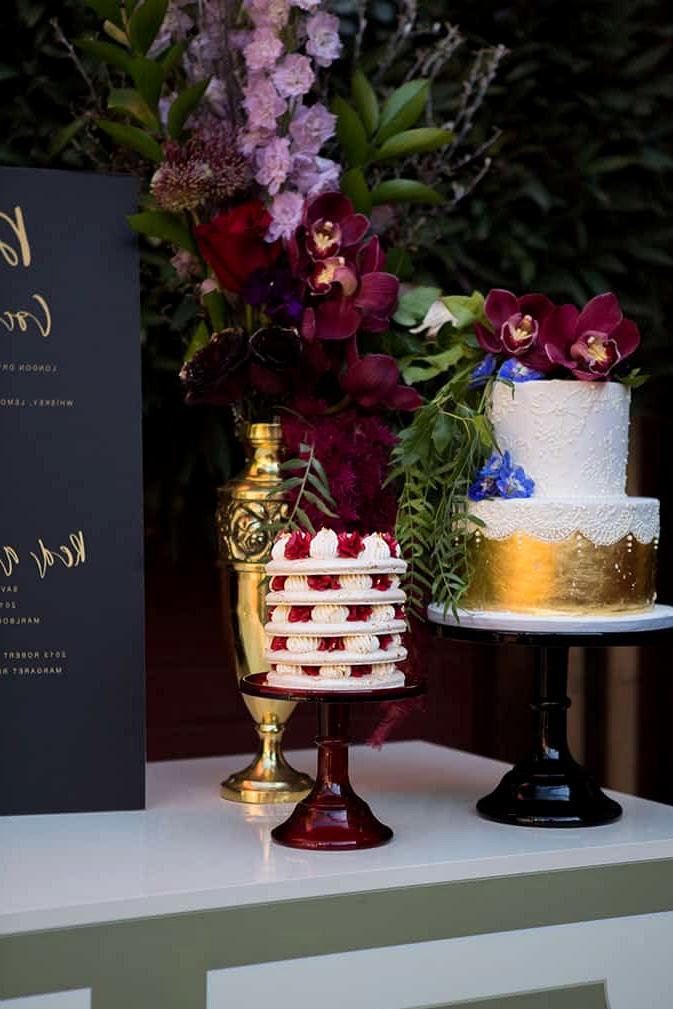 Jewel toned wedding cake display | Lola Images