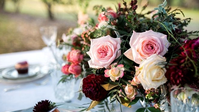 Romantic Berries & Cream Wedding ceremony Inspiration