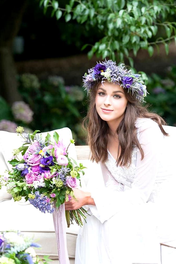 Watercolour-Garden-Wedding-Inspiration-Bride-Lounge