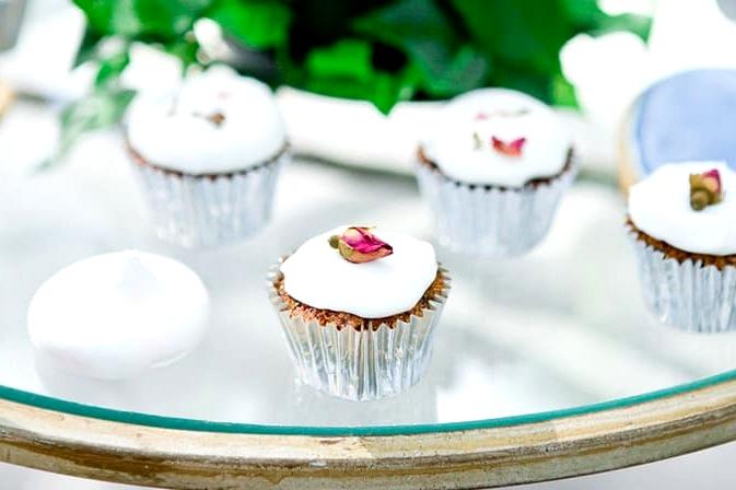 Mini cupcakes, cookies and meringues