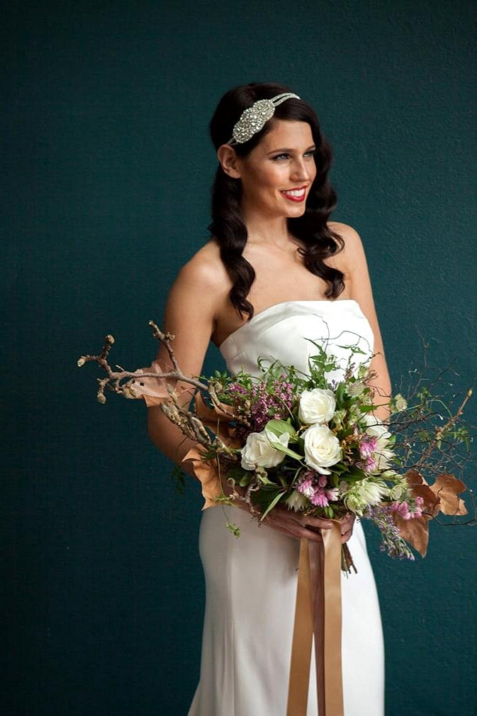 Glamorous-1920s-Wedding-Inspiration-Bride-Dress-Bouquet