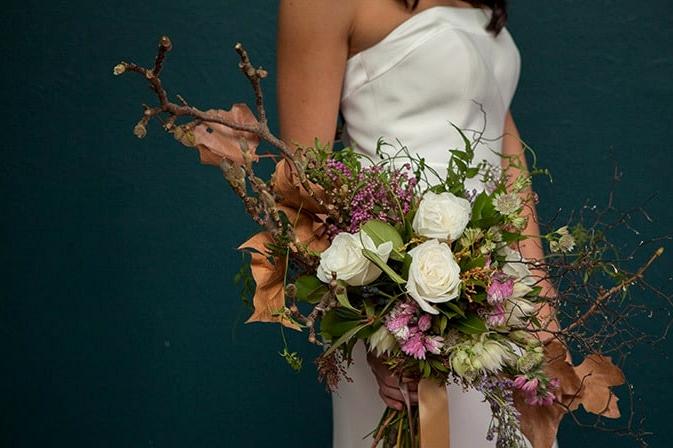 Glamorous-1920s-Wedding-Inspiration-Bride-Bouquet