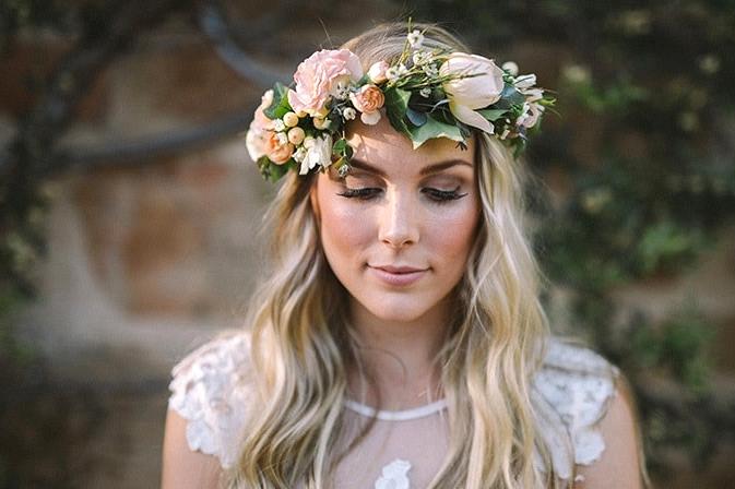 Relaxed-Vintage-Boho-Wedding-Inspiration-Bride-Dress-Flower-Crown-Hair-Makeup