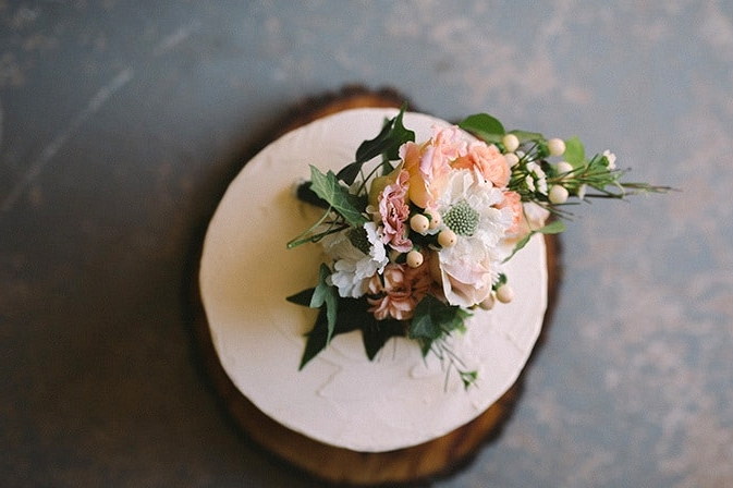 Relaxed-Vintage-Boho-Wedding-Inspiration-White-Buttercream-Cake-with-Peach-Florals-3