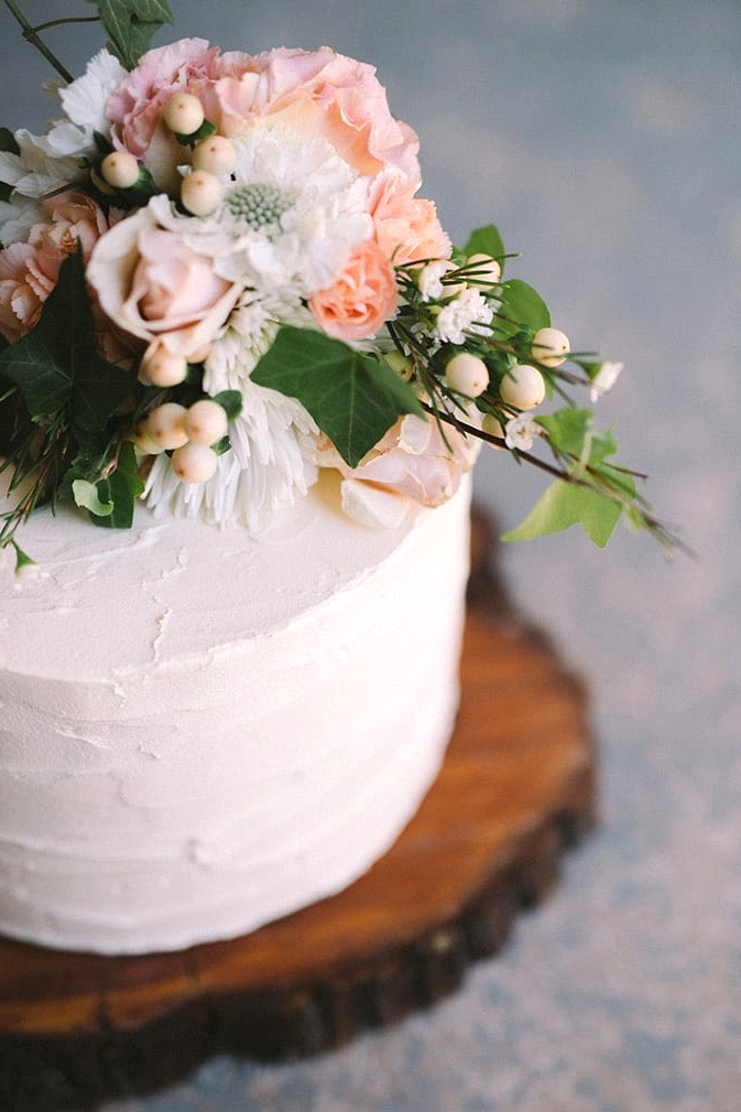 Relaxed-Vintage-Boho-Wedding-Inspiration-White-Buttercream-Cake-with-Peach-Florals-2