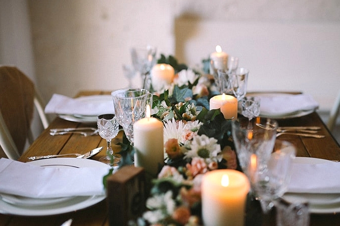 Relaxed-Vintage-Boho-Wedding-Inspiration-Reception-Table-Setting-Centrepiece