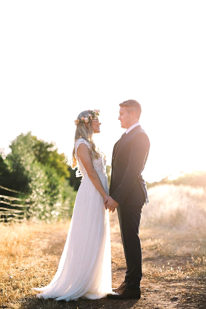 Relaxed-Vintage-Boho-Wedding-Inspiration-Bride-Groom-Portrait-2