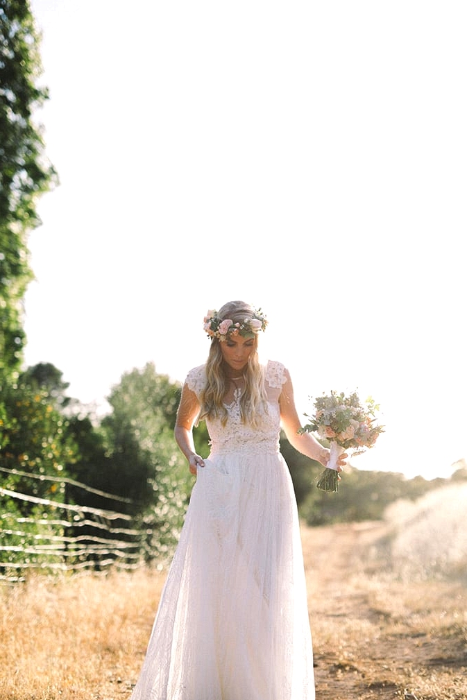 Relaxed-Vintage-Boho-Wedding-Inspiration-Bride-Dress-Flower-Crown-Bouquet