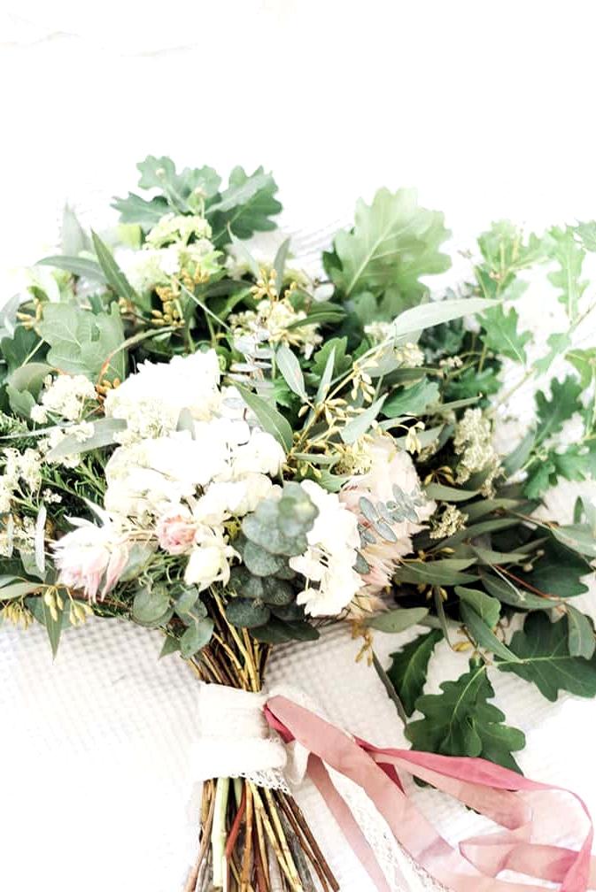 Elegant-Bridal-Boudoir-Inspiration-Green-White-Wedding-Bouquet