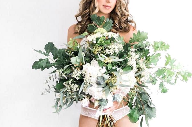 Elegant-Bridal-Boudoir-Inspiration-Green-White-Bouquet