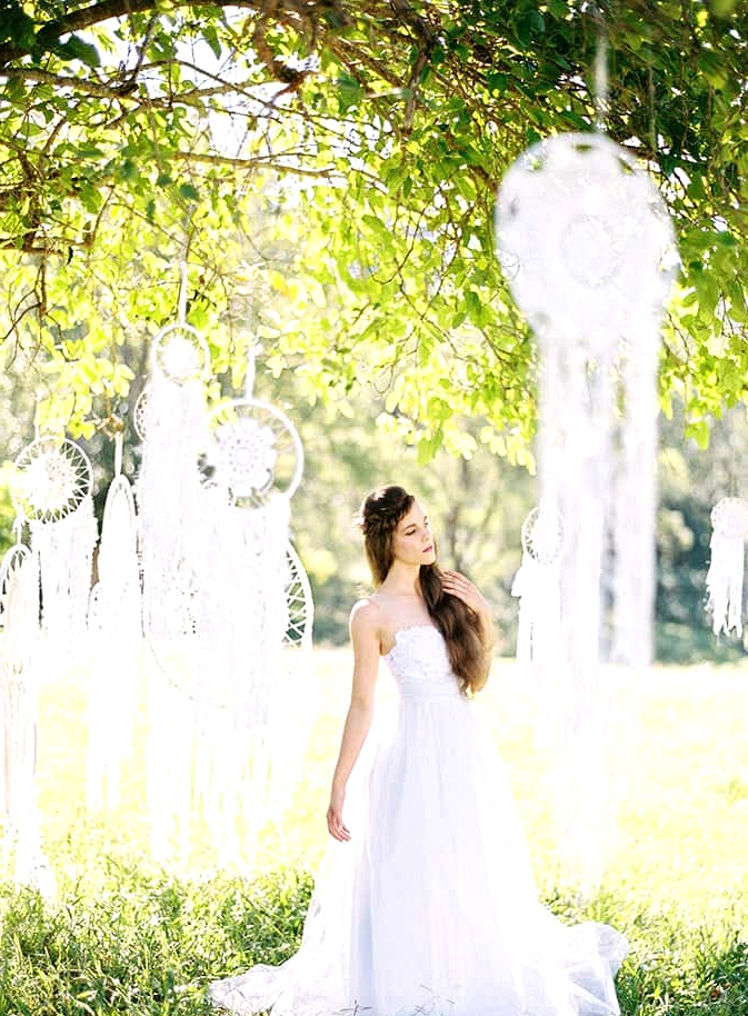 Natural-Bohemian-Wedding-Inspiration-White-Dreamcatchers-Dress-2