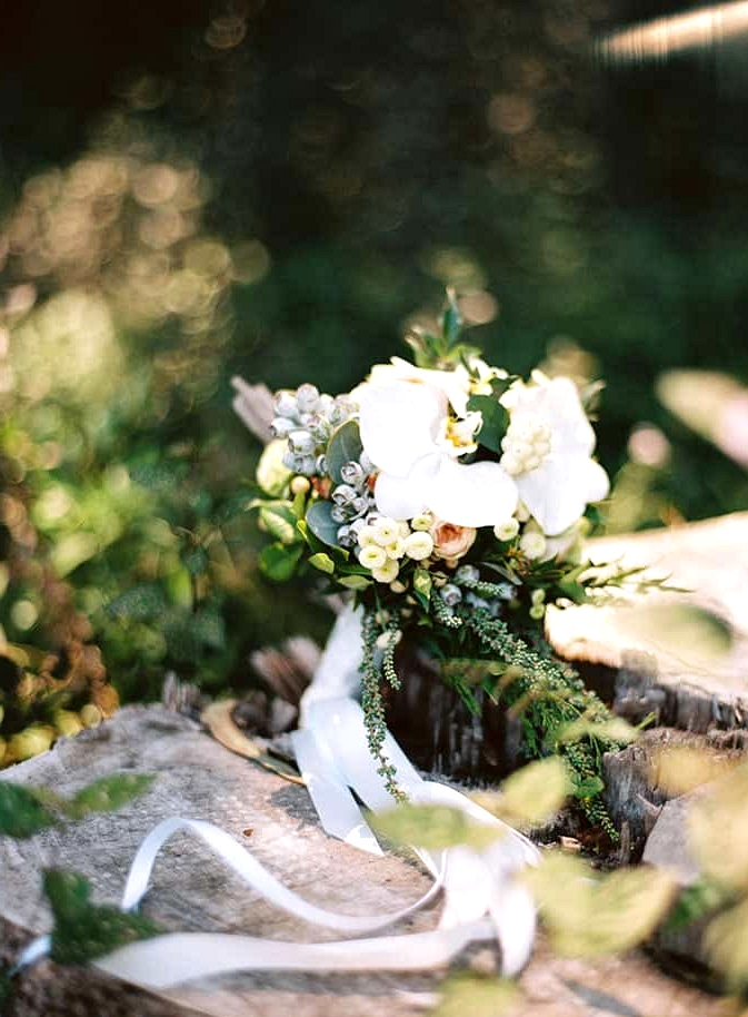 Natural-Bohemian-Wedding-Inspiration-White-Orchid-Bride-Bouquet