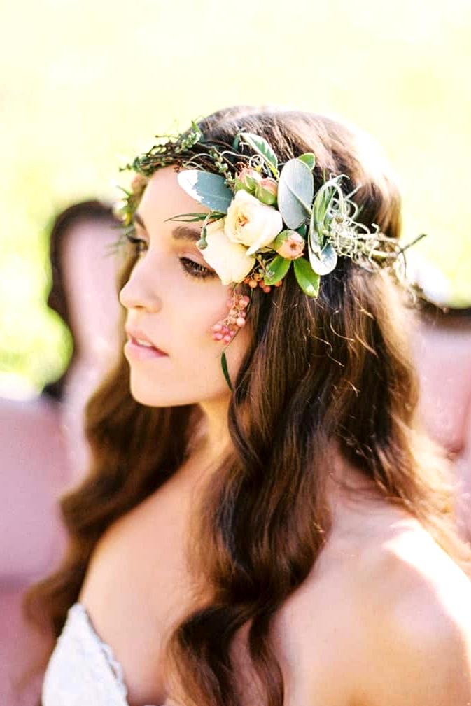 Natural-Bohemian-Wedding-Inspiration-Pink-Vintage-Lounge-Wild-Rose-Flower-Crown