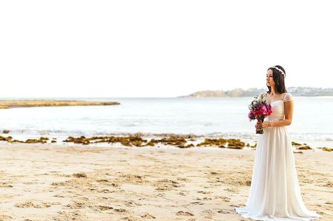 Romantic beach bride with bright wedding bouquet