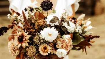 What's in Season: Important Information to Autumn Wedding ceremony Flowers