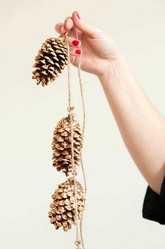 Simple Winter Wedding DIY Projects // Pinecone Garlands //