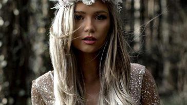 Reign Supreme with These Dried Flower Crowns + Extra Bridal Hair Concepts!
