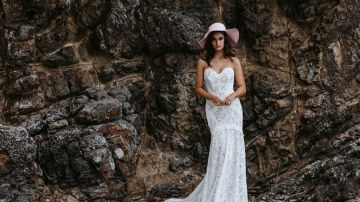 First Look! Beautiful Bride's Unique Boho Model, Lovers Society